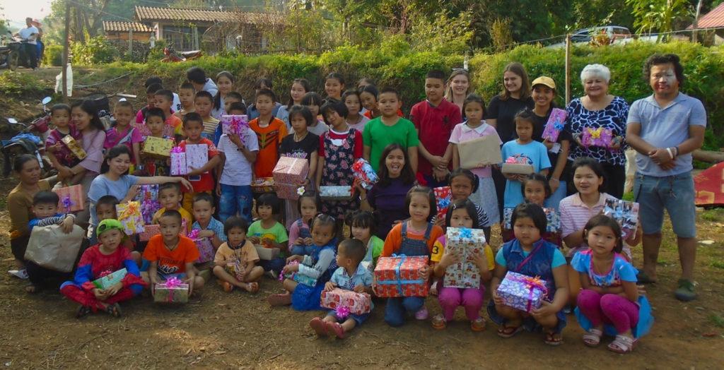 Poon Yaing Shan New Year Gift Exchange.